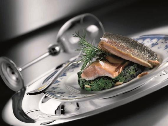 Филе лосося-тайменя со шпинатом
