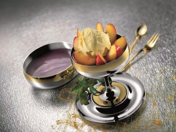 Чернослив в меду и красном вине с мороженым