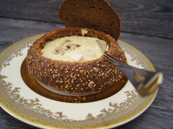 Грибной суп в хлебе