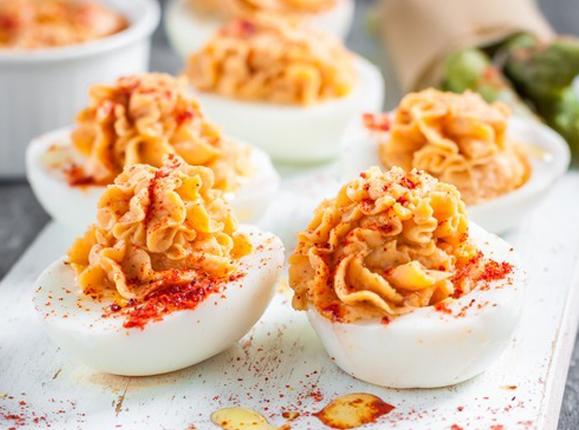 Яйца, фаршированные хумусом