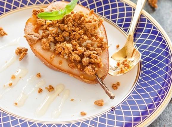 Десерт из груши с творогом и печеньем