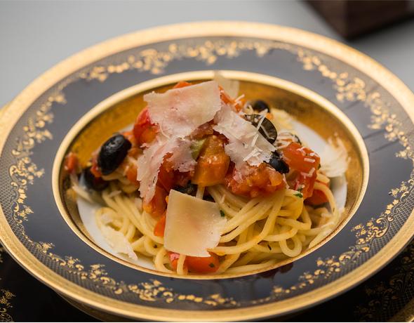 Паста с томатно-оливковым соусом